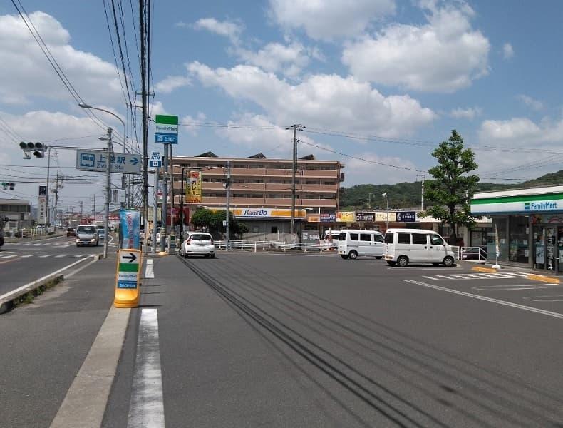 上道駅前のファミリーマートさんから東岡山駅方面に国道250号線(旧2号線)をしばらく直進します。
