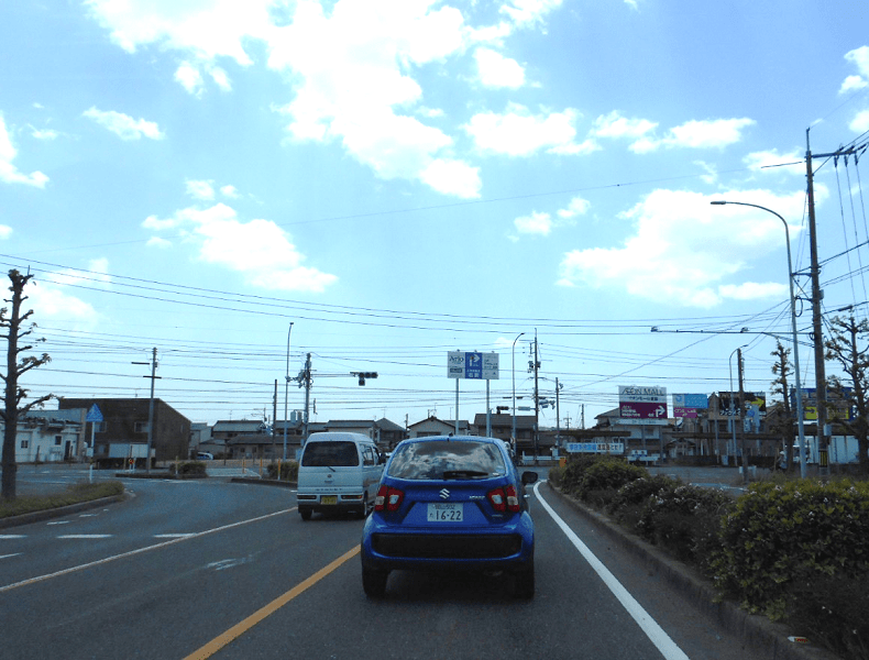 倉敷インターから南に向かうとT字路がありますので、それを右折します。