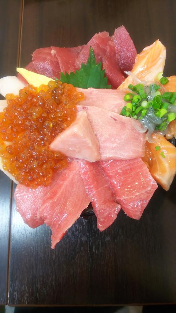 海鮮丼 【飯田上郷店】 長野県飯田市にあるザ・ゴールド 飯田上郷店の画像1